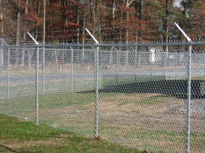 Chain Link w/Barb Wire<br><br> <P>